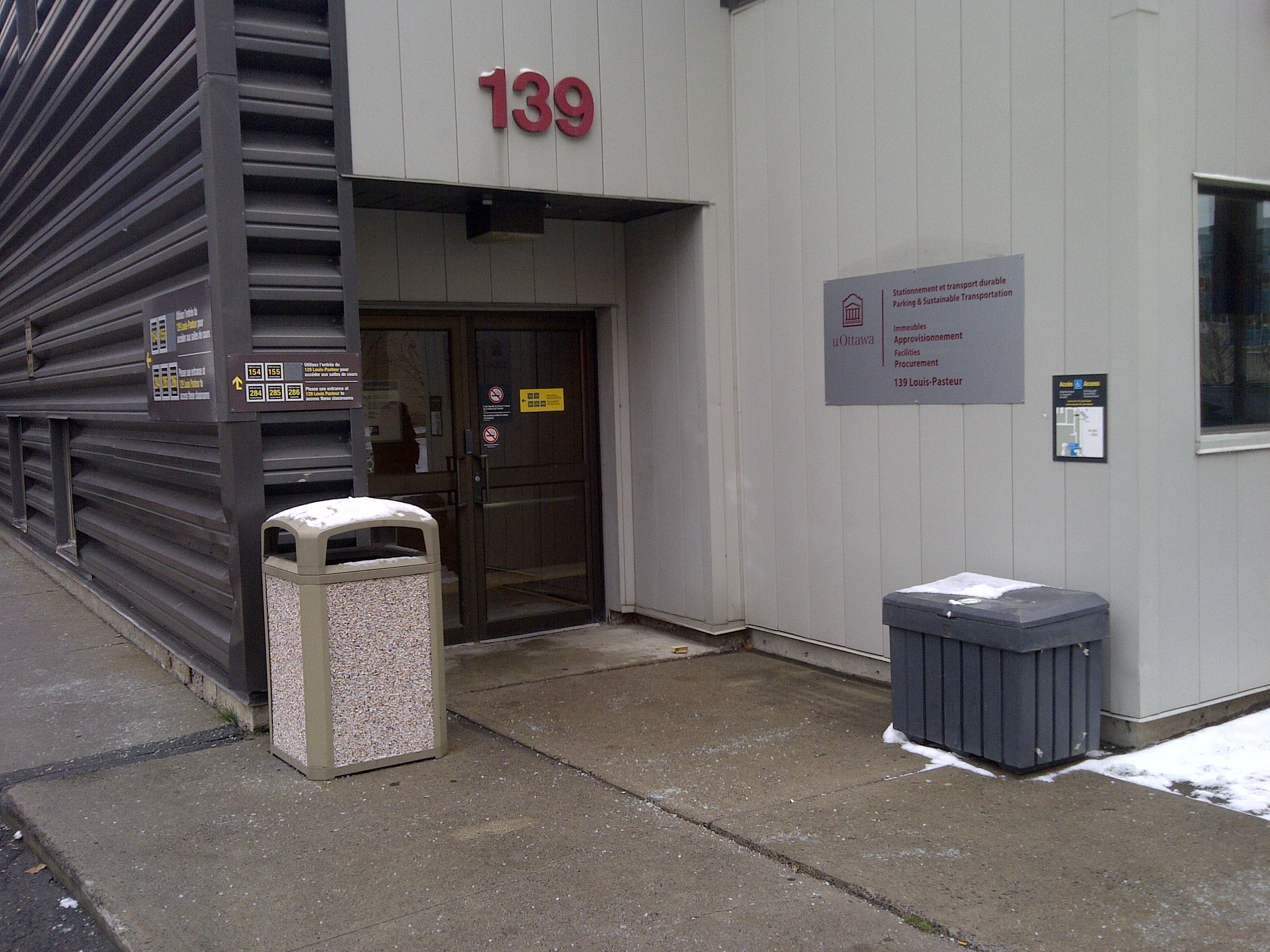 picture of entrance to 139 louis-pasteur